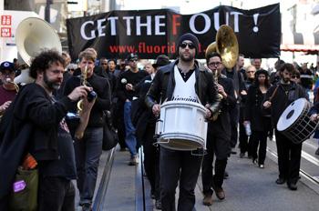 Een protest op 22 februari 2013 in San Francisco, tegen het gebruik van fluoride in drinkwater. Bron: miker / Shutterstock.com